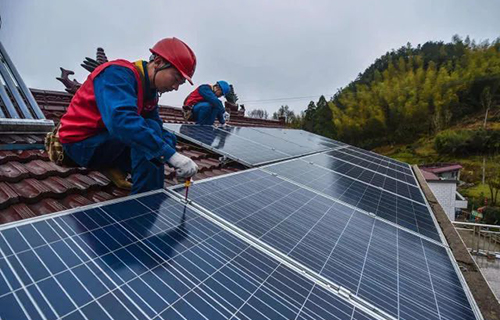 Factors to be considered in the field evaluation of photovoltaic systems